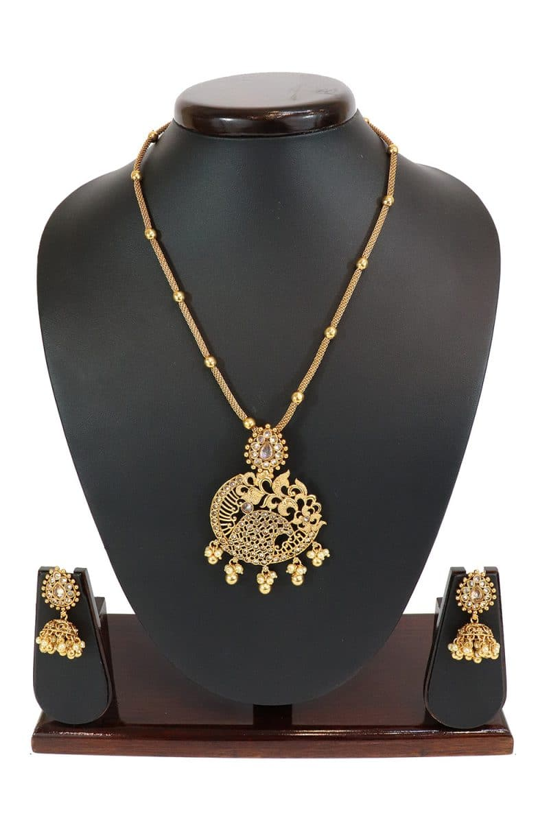 Stone Studded Necklace Set Highlighted With Artificial Pearls PF-J155