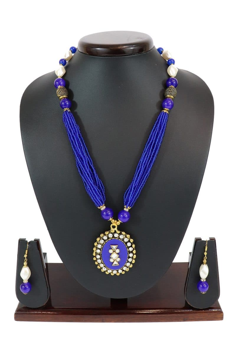 Stone Studded Necklace Set Highlighted With Artificial Pearls PF-J172