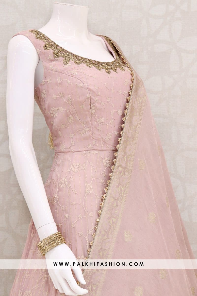 Palkhi fashion presents light mauve georgette indian outfit with elegant lakhnavi,thread, petite stone & kundan work. silk dupatta